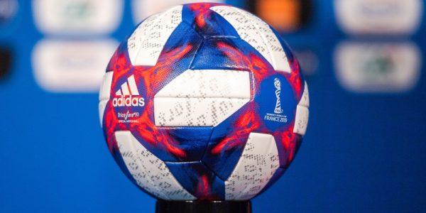 Matchboll under slutspelet i dam fotbolls vm 2019